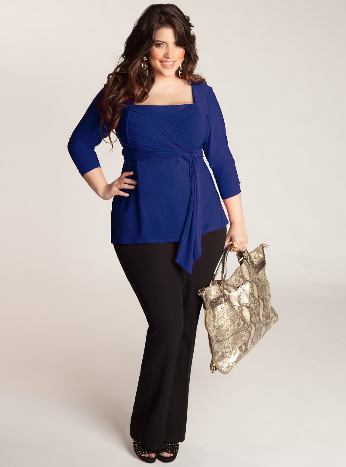 Shop maurices' Wide Selection of Trendy Plus Size Tops. When it comes to fashion finds, our fancy plus size tops should be your first stop. From cozy plus size cardigans and comfy plus size sweaters to top rated plus size graphic tees and plus size pretty peasant tops, our tops come in a variety of colors, styles, sizes à perfect for outfitting casual weekends, morning work meetings and.